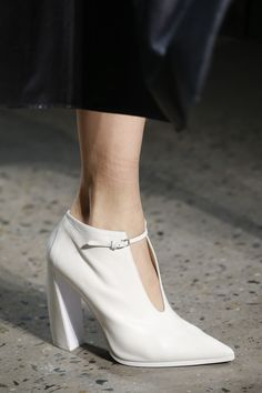 Narciso Rodriguez Fall 2016 Ready-to-Wear Accessories Photos - Vogue Fab Shoes, Unique Shoes, Pretty Shoes, Sock Shoes, Beautiful Shoes, Cute Shoes, Me Too Shoes, Bootie Boots, Shoe Boots