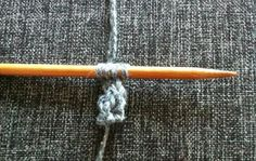 Sticka en basker, steg 1: sticka en i-snodd, 4 maskor bred. Loom, Knit Crochet, Knitting, Tricot, Breien, Ganchillo, Stricken, Weaving, Knits