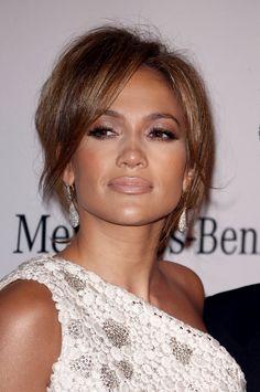 Heavy J.Lo makeup