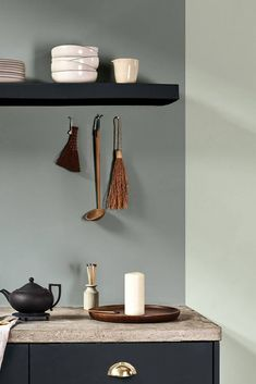 Grey and green decor in the kitchen with Tranquil Dawn Want to add Dulux Tranquil Dawn in the kitchen? Dulux Kitchen Paint Colours, Dulux Grey, Green Paint Colors, Dulux Paint Colours Grey, Hallway Inspiration, Room Color Schemes, Color Of The Year, Living Room Paint, Houses