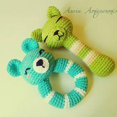 Auria Amigurumis: Sonajeros Amigurumi... Doble ración!!! Crochet Baby Toys, Crochet Amigurumi, Crochet Poncho, Love Crochet, Amigurumi Patterns, Amigurumi Doll, Crochet Animals, Crochet Dolls, Baby Knitting
