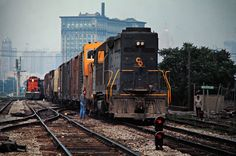 Chesapeake and Ohio Railway by John F. Bjorklund – Center for Railroad Photography & Art Railroad Photography, Art Photography, Railroad Pictures, Train Engines, Rolling Stock, Cat Logo, Detroit Michigan, Diesel Engine, Locomotive