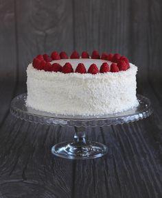 Tort z dżemem z czarnej porzeczki, kremem chałwowym i kawowym oraz 5 urodziny bloga!