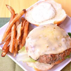 Mexican Turkey Burger – Feed Your Soul Too Burger Recipes, Spicy Recipes, Mexican Food Recipes, Healthy Recipes, Mexican Burger, Ground Meat Recipes, Burger And Fries, Turkey Burgers, Wrap Sandwiches