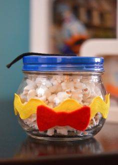 Donald Duck Birthday Party Favors - Popcorn in a decorated Jar Donald Duck Party, Donald And Daisy Duck, Mickey Decorations, Birthday Party Decorations, Party Favors, Mickey Mouse Clubhouse Party, Mickey Mouse Birthday, 2nd Birthday Parties, Birthday Fun