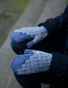 Ravelry: Waves Mittens pattern by tincanknits