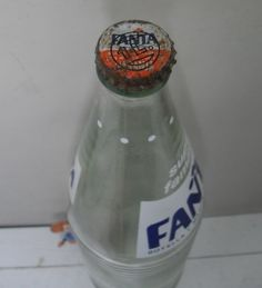1 litre / 33.8 oz. Worldwide shipping for *empty bottle * FROM THE 1980's. At t en t io n co l le c tors !! See pictures below to see the item's condition. *original crown cap*