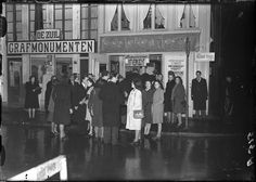 November 3, 1946. Crowds gather in front of the Leidseplein Theater (now Chicago Social Club) in Amsterdam for the sold-out performance by the Wim Sonneveld Cabaret. Foto Ben van Meerendonk / AHF, collectie IISG, Amsterdam. #amsterdam #1946 #leidseplein
