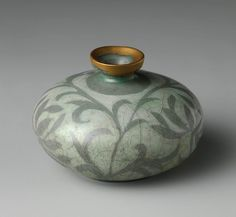 Oil bottle decorated with peony leaves - Goryeo dynasty (918–1392) late 12th century - Korea - Stoneware with reverse-inlaid design under celadon glaze