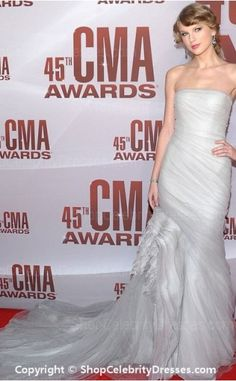 c3190a25a658 Frothy Gray J. Mendel at the 2011 CMA Awards - Style Crush: Taylor Swift's  Red Carpet Glamour - Photos