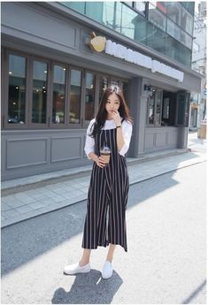 korean style 2019 Celebrity Fashion Outfit Trends And Beauty Tips Celebrity Fashion Outfits, Sneakers Fashion Outfits, Korean Fashion Trends, Korea Fashion, Mode Outfits, Asian Fashion, Look Fashion, Trendy Fashion, Fashion Bloggers