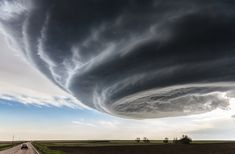 National Geographic Traveler Photo Contest First Place Winner: The Independence Day Location: Julesburg, Colorado, USA While on storm chasing expeditions in Tornado Alley in the U. National Geographic Traveler Magazine, National Geographic Photo Contest, All Nature, Amazing Nature, Science Nature, Science Fun, Science Fiction, Le Colorado, Travel Photography