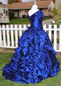 An adult version of Claudia's gown from Interview with a Vampire. Lovely!