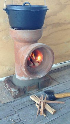 Cool rocket stove idea for outside your tiny house. Ideia simplista de fogão ou…
