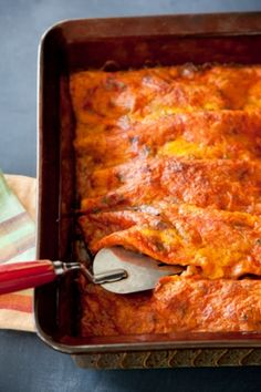 Paula Deen Simple Perfect Enchiladas: hands-down the best enchiladas you could ever make. -- anything paula deens is the best dish ever Mexican Dishes, Mexican Food Recipes, Beef Recipes, Cooking Recipes, Mexican Meals, Mexican Cooking, I Love Food, Good Food, Yummy Food