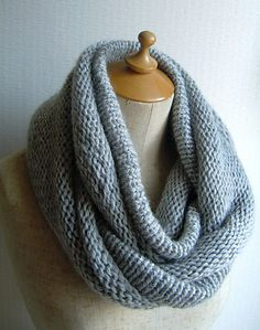 Cowl pattern via Ravelry - links to a Japanese mobius knitting tutorial using techniques I have never seen before