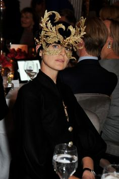 From Vogue shoots to the catwalk, chart Stella Tennant's fashion life here Powder Blue Gown, Isabella Blow, Dior Gown, Stella Tennant, Races Style, Androgynous Models, Scottish Fashion, Gold Outfit, British Fashion Awards