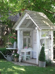 Garden Shed - made from salvaged windows - via LANDLIEBE Cottage Garden Outdoor Projects, Garden Projects, Garden Tools, Garden Sheds, Garden Cabins, Garden Arbor, Backyard Sheds, Outdoor Rooms, Outdoor Gardens