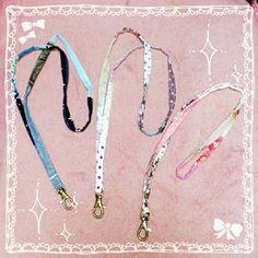 簡単ネックストラップの作り方(*´∇`*)   ハンドメイド子供服*ひだまり工房 Handmade Crafts, Diy And Crafts, Sewing Crafts, Needlework, Personalized Items, Crochet, How To Make, Bags, Knitting Ideas