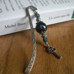 Vendu - marque page métal argenté, perle noire marbrée