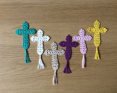 LovelyCrochet crossCrochet bookmarkChristmas by Handicraftbasket Crochet Bookmark Pattern, Crochet Stitches Chart, Crochet Bookmarks, Crochet Cross, Crochet Art, Thread Crochet, Crochet Blanket Patterns, Crochet Flowers, Hand Crochet
