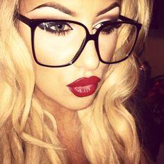 Make up . Love the whole look & glasses! Bambi, Cute Glasses, Girls With Glasses, Big Glasses Frames, Glasses Style, Eyeglasses For Women, Sunglasses Women, Sunglasses Outlet, Sports Sunglasses