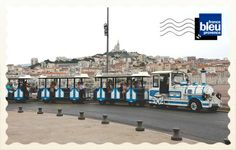 S'il fait trop chaud pour marcher, la meilleure façon de découvrir les petites rues étroites et sinueuses du quartier du Panier reste le petit train touristique, qui parcourt toute la journée le vieux Marseille, mais emmène aussi les voyageurs vers la basilique Notre-Dame-de-la-Garde ou sur l'archipel du Frioul. Retrouvez toutes les cartes postales de l'été sur France Bleu : http://www.francebleu.fr/infos/les-cartes-postales-de-l-ete-de-francebleu-fr-758510