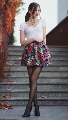 Mode Outfits, Skirt Outfits, Sexy Outfits, Fashion Outfits, Tween Fashion, Fashion Models, Girl Fashion, Moda Floral, Pantyhose Outfits