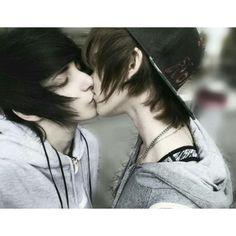noahfoxx : Photo Quando eu vejo um casal emo de gays eu penso: eu podia estar com um deles mas eles escolheram ficar juntos né?! :/