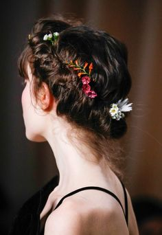 Hair inspiration from Valentino Spring 2015 Couture Spring Hairstyles, Pretty Hairstyles, Braided Hairstyles, Braided Locs, Dance Hairstyles, Hairstyles 2018, Diy Beauté, Make Up Braut, Hair Beauty