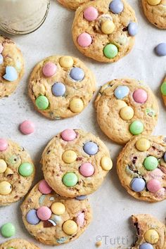 Soft batch Easter cheesecake cookies are perfect for spring! Filled with Cadbury mini eggs and Easter M&M's, you'll love this easy Easter cookie recipe. Easter Cookie Recipes, Easy Easter Desserts, Easter Cookies, Easter Treats, Easter Food, Easter Cheesecake, Cheesecake Cookies, Easter Dinner, Easter Brunch