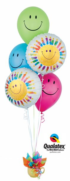 Smiley face balloons and coordinating holographic Microfoils make this a bright and fun birthday gift for anyone. Balloon Gift, Balloon Arch, Balloon Bouquet Delivery, Rainbow Bouquet, Qualatex Balloons, Balloon Words, Balloon Company, Gift Bouquet, Neon Party