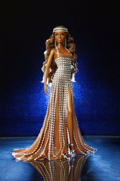 And she's the beautiful and elegant convention doll from the Convención Nacional de Coleccionistas de Barbie de España Madrid :X I love her! David Bocci is her designer and he did an excellent job. Love her dress and look at those freckles! Beautiful Barbie Dolls, Pretty Dolls, Barbie Dress, Barbie Clothes, Barbie Convention, Diva Dolls, African American Dolls, Black Barbie, Barbie Friends