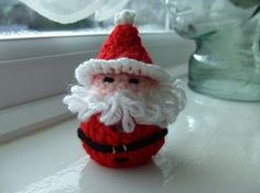 Free pattern - UK terms - holds a chocolate or I'm thinking maybe a jingle bell!