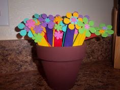 Punctuation Flower Activity - Write sentences on the stems of the flowers, leaving off the punctuation. Have a flower pot for each end punctuation and have the students sort the flowers by the missing end punctuation! First Grade Classroom, School Classroom, School Fun, School Stuff, School Ideas, Middle School, Hands On Activities, Classroom Activities, Classroom Ideas