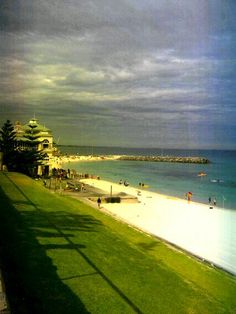 10 Attractive Beaches in Australia to Spend Your Vacation Coast Australia, Western Australia, Travel Around The World, Around The Worlds, Cottesloe Beach, Fiji Beach, Restaurant On The Beach, Wonderful Places, Amazing Places