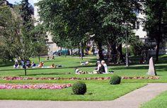Vanha kirkkopuisto on keskustan suosituimpia oleskelupuistoja [Mikko Uro]