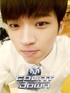 140522 Infinite Selca @ Mnet M! Countdown : Woohyun