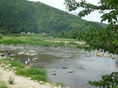 写真: 気温がどんどんと上がり、川遊びの楽しいシーズンがやってきました。この旭地区を流れる矢作川でも毎年沢山の方が川遊びにきていただいてます。ただ・・・毎年川での事故も増えております。川は、見た目では分からない急に深くなっているところや、流れが早いところなどがたくさんあります。川遊びをされる際には、子供さんから目を離さないなど、十分に注意をして下さい。よろしくお願いします。 https://www.facebook.com/kankou.asahi?fref=ts