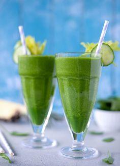 Opskrift på en frisk og lækker detox smoothie. Få renset ud i kroppe og fylde den med grøntsager og vitaminer, der sundheds kickstarter din krop.