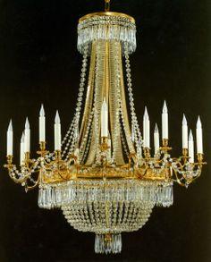 Tisserant Art & Style : Lustre 'Couronne' à 16 lum H 120 cm Ø 110 cm cristal Bohême dorure or fin 24K