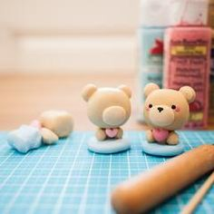 Momomints is having our first DIY polymer clay workshop in collaboration with Etsy Vancouver at their Summer Popsicles Mini Pop-up Markets. In this workshop att Cute Polymer Clay, Cute Clay, Polymer Clay Miniatures, Polymer Clay Projects, Polymer Clay Charms, Diy Clay, Clay Crafts, Easy Clay Sculptures, Biscuit