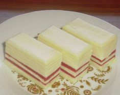Crveno bela rozenka recept sa slikom | Tortekolaci.com Torte Recepti, Kolaci I Torte, Baking Recipes, Cake Recipes, Dessert Recipes, Brze Torte, Torte Cake, Croatian Recipes, Best Food Ever