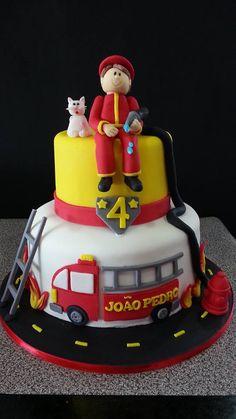Bolo Bombeiro                                                                                                                                                                                 Mais Firefighter Birthday Cakes, Fireman Birthday, Fireman Party, 4th Birthday Cakes, Fireman Sam Cake, Dad Cake, Themed Cakes, Party Cakes, Cupcakes