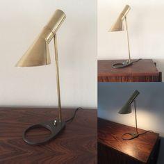Sjælden Arne Jacobsen lampe i messing .