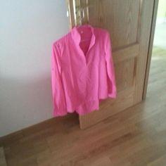 camisa que le llega a una clienta