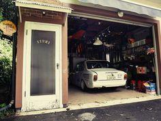 Toyota Corolla, Vintage Cars, Garage, Carport Garage, Garages, Classic Cars, Car Garage, Retro Cars, Carriage House
