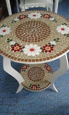 25 Lovely Diy Mosaic Table Concept in 2020 Tile Art, Mosaic Art, Mosaic Tiles, Mosaics, Mosaic Crafts, Mosaic Projects, Mosaic Furniture, Painted Furniture, Stained Glass Patterns