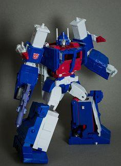 Transformers Masterpiece Ultra Magnus
