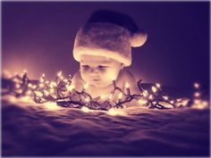 christmas photography what a clever idea. Baby Christmas Photos, Xmas Photos, Holiday Pictures, Babies First Christmas, Christmas Pics, Black Christmas, Christmas Holidays, Christmas Wreaths, Christmas Cards